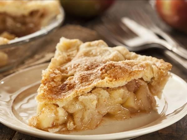Bánh nướng táo (Mỹ): Không có món nào đặc trưng cho Mỹ hơn là bánh táo. Bánh có nhân là táo tươi, bọc trong lớp vỏ giòn, thường được ăn kèm kem tươi, kem vani lạnh hay phô mai cheddar.