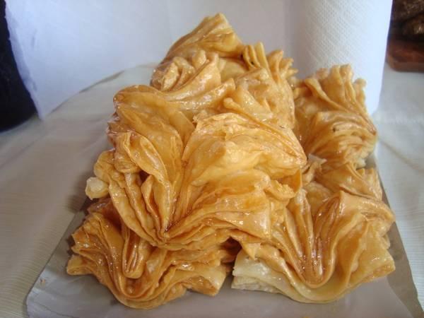 Pastelitos (Argentina): Thường được ăn vào ngày Độc lập của Argentina, pastelitos là bánh nướng với nhân mộc qua hoặc khoai lang, rán giòn và rắc thêm đường trang trí.