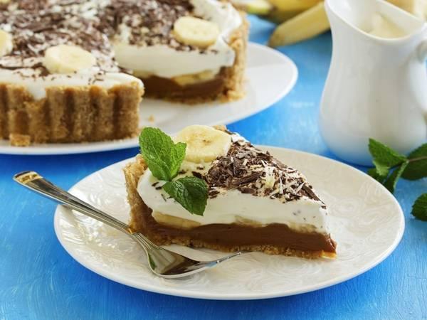 Bánh nướng banoffee (Anh): Món tráng miệng tuyệt vời này được làm từ chuối, kem, kẹo bơ cứng, đôi khi có thêm chocolate hoặc cà phê.