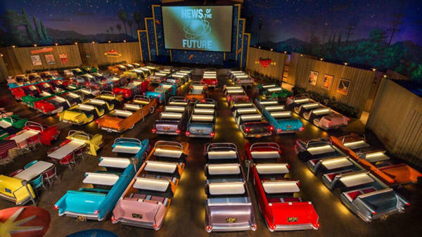 Sci-Fi Dine-In Theater - nhà hát chuyên phục vụ bữa tối tại Mỹ - Ảnh: BOREDPANDA