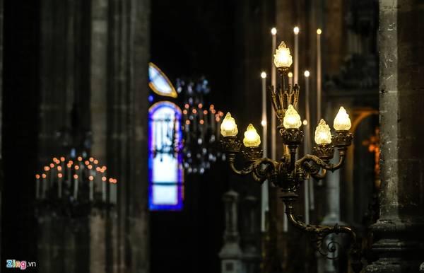 Saint-Eustache được xem là nhà thờ của Hoàng gia Pháp. Vua Louis 14 từng rửa tội tại đây. Nhà thờ cũng là nơi diễn ra lễ tang của mẹ nhạc sĩ thiên tài Mozart.