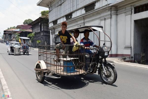Giá thuê xe tricycle khoảng 20 peso/km (khoảng 23.000 đồng). Du khách có thể gặp những chiếc xe này ở bất kỳ ngóc ngách nào trên lãnh thổ Philippines, không chỉ riêng thành phố.