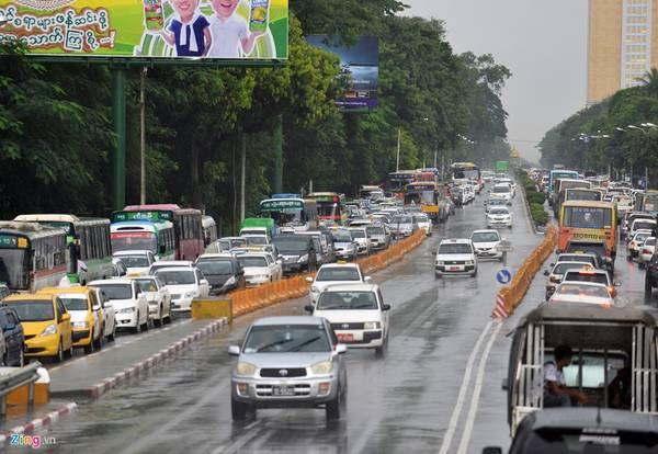 Myanmar: Bắt đầu từ năm 2009, Chính phủ Myanmar cấm người dân lưu thông xe máy trong nội đô, để giảm tải và chống ùn tắc. Ảnh: Hoàng Anh.