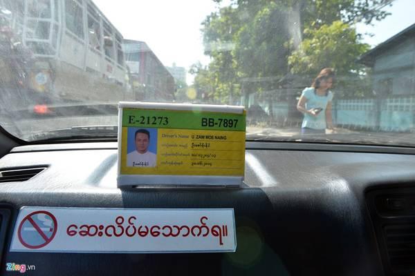 Taxi ở Myanmar có đồng hồ, nhưng phần lớn tài xế tính tiền khách theo thời gian chạy thay vì bằng quãng đường (một giờ khoảng 8.000-10.000 kyats).