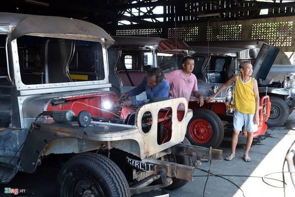Trong ảnh là xưởng độ xe Jeepney mang tên Sarao Motors Inc. Pulanglupa nổi tiếng Philippines, rộng chừng 5.000 m2, nằm ở thành phố Las Pinas, cách thủ đô Manila khoảng 30 phút đi ôtô.