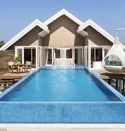 Với số lượng gần 200 villa nổi trên mặt biển, resort là lựa chọn lý tưởng cho những ai thích bơi lội. Điểm đặc biệt ghi điểm của LUX so với những khu nghỉ khác là chỉ cần bước ra khỏi cửa phòng là bạn đã có thể chạm xuống làn nước xanh mát của một bể bơi riêng tư, thay vì phải sử dụng chung bể với toàn bộ khách ở resort.