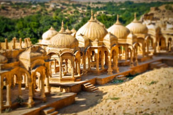 Những mái vòm chạm khắc ở Bara Bagh - Ảnh: wp