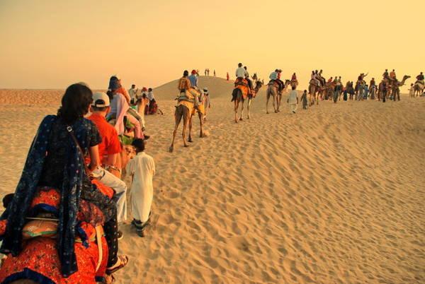 Khám phá sa mạc Thar - Ảnh: holidayiq.com