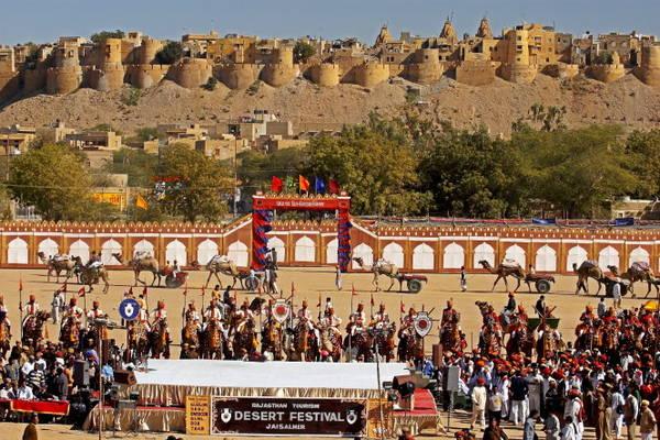 Lễ hội sa mạc ở Jaisalmer - Ảnh: eventfaqs
