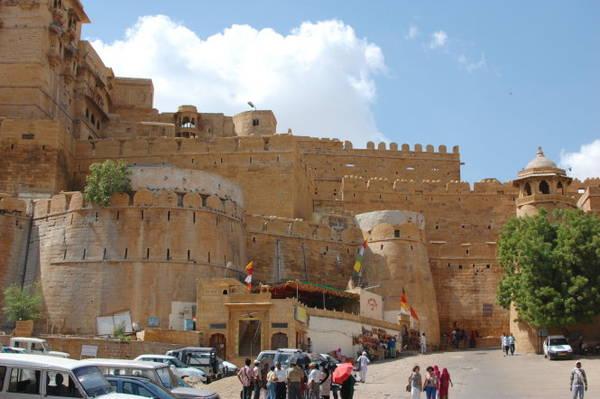 Một trong bốn cổng vào pháo đài - Ảnh: wp
