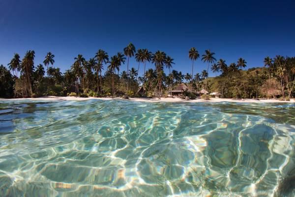 Một trong những bãi biển đẹp và hoang sơ ở hòn Thơm. Ảnh: dulichphuquoc