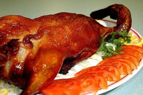 Vịt quay và Kinh Kịch là hai thứ mà người Bắc Kinh thường rất tự hào khi nhắc đến. Với họ, vịt quay không chỉ là một món ngon, dành cho giới sành ăn mà còn là nét văn hóa đặc trưng của dân tộc. Ảnh: Travelatfun.