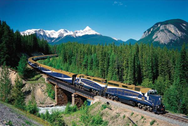 Canada thu hút khách du lịch nhờ thiên nhiên hùng vĩ - Ảnh: Travelandtourworld
