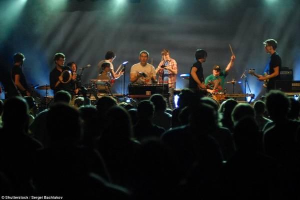 Phòng khiêu vũ Commodore luôn biết cách níu chân khán giả yêu nhạc bằng những chương trình biểu diễn đặc sắc
