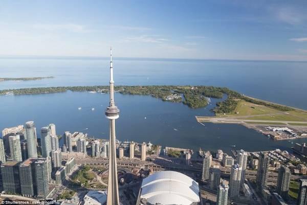 Nếu đi bằng phà, chỉ cần mất vài phút là đã cập bến quần đảo Toronto
