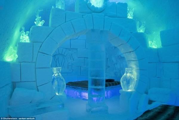 Khách sạn Hotel de Glace có 44 phòng, được xây dựng từ 15.000 tấn tuyết và 500.000 tấn băng