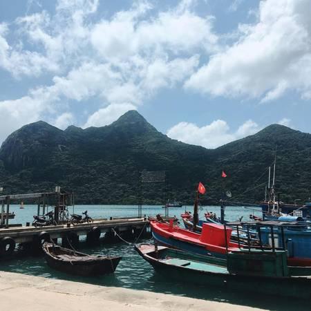 Một trong những làng chài nhỏ trên đảo.