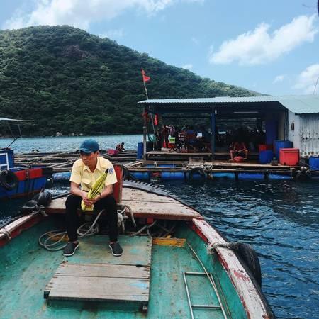 Một trong những bè kiểu phục vụ hải sản tươi.