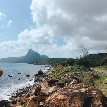 Trên đảo, có nhiều đoạn đường ngoằn nghèo khá đẹp.