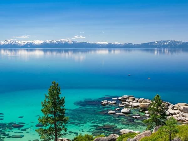 Hồ Tahoe, California và Nevada. Ảnh: Getty.