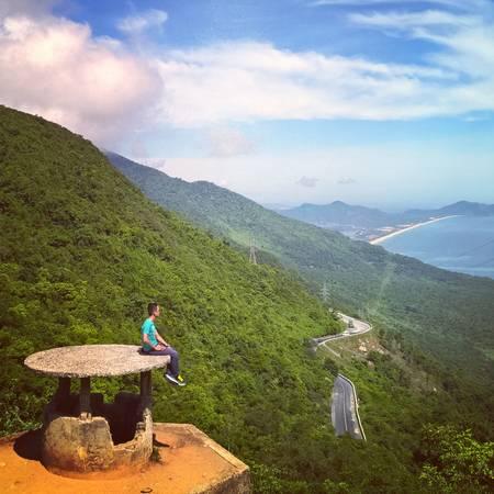 Đèo Hải Vân nhìn từ Hải Vân Quan. Ảnh: Tiểu Duy