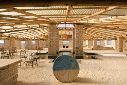 Palacio de Sal ở Bolivia được xây dựng gần như hoàn toàn bằng muối. Ảnh: John Elk.