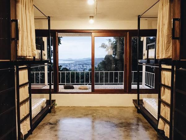 88-Hilltop-Hostel-voi-view-nhin-thich-me-o-phu-quoc-ivivu-1