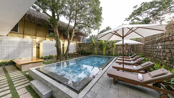 Chưa hết bất ngờ ở khu vực lễ tân, bạn sẽ còn bất ngờ hơn khi phát hiện hồ bơi ngay trong 9 Station hostel