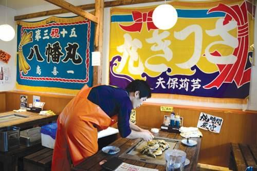 iệm Sanriku Kakigoya với món hàu hấp danh tiếng của Miyagi