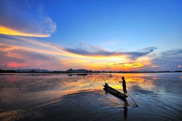An Giang là mảnh đất hội tụ của bốn dân tộc Kinh - Hoa - Chăm - Khmer giàu bản sắc văn hoá. Với dân nhiếp ảnh, đây là kho báu của rất nhiều đề tài để khám phá, sáng tác trong hành trình tìm kiếm, lưu giữ khoảnh khắc đẹp về thiên nhiên, con người, cuộc sống tinh thần.