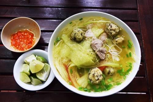 Bún mọc dọc mùng được coi là món quà sáng dân dã ở Hà Nội. Ảnh: Má Lúm.