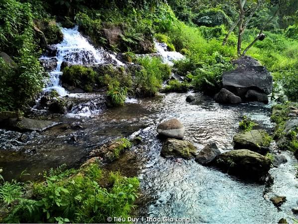 Sẽ là một trải nghiệm khó quên trong đời khi bạn hòa mình giữa thiên nhiên tuyệt đẹp của núi rừng lúc ráng chiều.