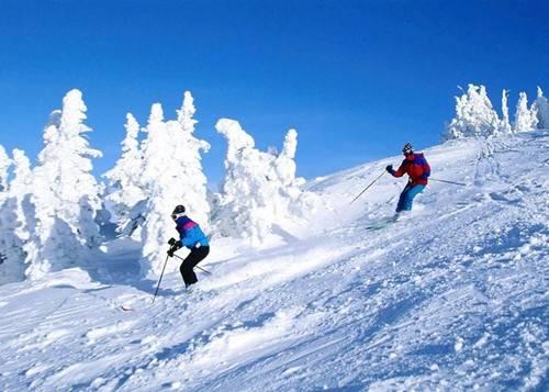 Zermatt nổi tiếng bởi có đỉnh Matterhorn danh tiếng, nơi yêu thích của những du khách ưu thích môn thể thao trượt tuyết.
