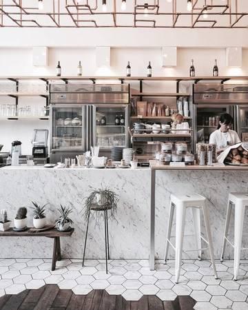 Nhà hàng Rocket Coffeebar S49: Quán nổi tiếng với quầy bar làm bằng đá cẩm thạch, và một phần sàn được lát bằng các miếng đá hình tổ ong, rất lý tưởng để chụp ảnh.