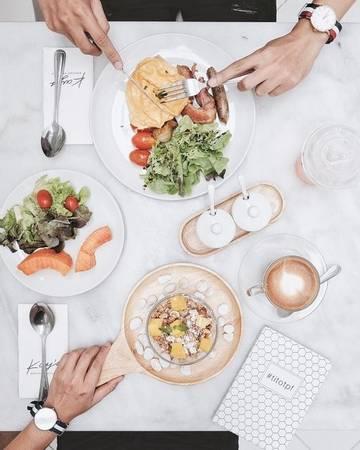 Nhà hàng Kay's Boutique Breakfast: Khởi đầu ngày mới với bữa sáng tràn đầy năng lượng trong không gian trắng sáng, nép mình trong ngõ phố nhỏ yên tĩnh luôn là một ý tưởng tốt. Bạn có thể lựa chọn buffet gồm một món mặn, một món ngọt và một tách trà hay cà phê, hoặc danh sách các món ăn do bếp trưởng chuẩn bị.