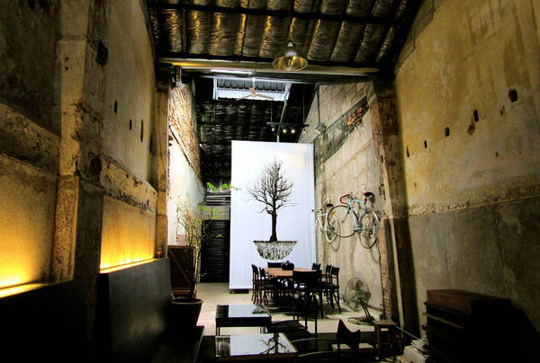 Quán Bo(ok)hemian là địa điểm thể hiện rõ nét sự phá cách của các quán cà phê tại đây. Ảnh:Isabella Noble.