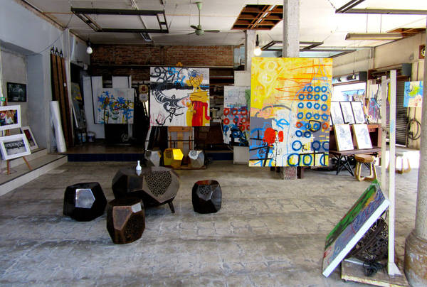 Nếu bạn thích những vật dụng trưng bày mang tính nghệ thuật, hãy đến với Drawing Room. Ảnh: Isabella Noble.