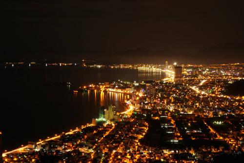 Toàn cảnh Nha Trang nhìn từ núi Cô Tiên.