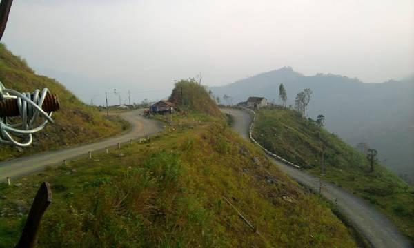 Eo Chim, đoạn qua Trà Lãnh, Trà Bồng trên TL622. Ảnh: Thanh Vũ