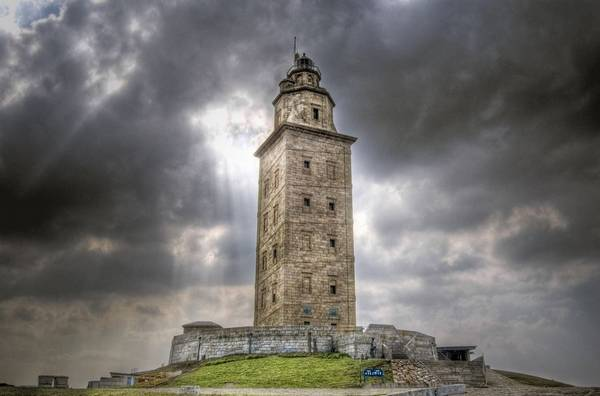 Nơi này nằm trên bán đảo cách trung tâm A Coruña, Galicia khoảng 2,4km. Ảnh: photovide