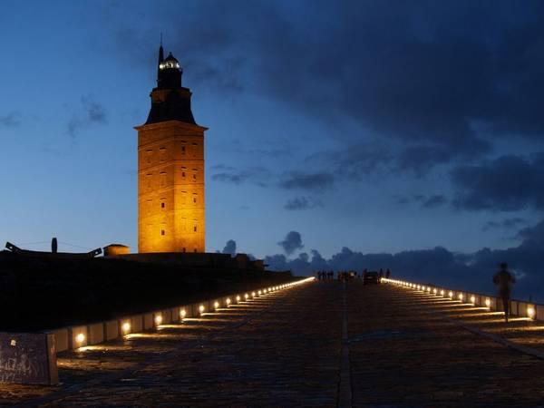 Tower of Hercules còn là một Đài tưởng niệm quốc gia của Tây Ban Nha. Ảnh: photovide