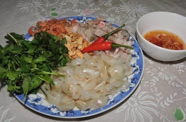 Nguyên liệu sẵn sàng cho món gỏi bòn bôn - Ảnh: Thanh Ly