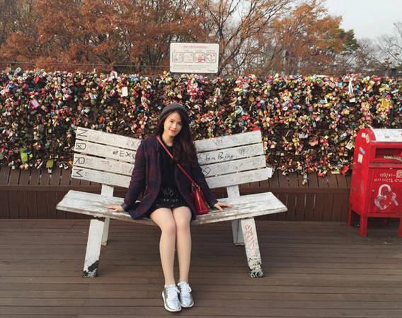 Chính vì đi nhiều lần nên Bảo Linh có cơ hội trải nghiệm cả 4 mùa ở Hàn Quốc, từ hoa anh đào mùa xuân, không khí mát mẻ mùa hè, lá vàng lá đỏ mùa thu đến cả tuyết rơi mùa đông, dù mùa nào cũng khiến cô nàng mê đắm.