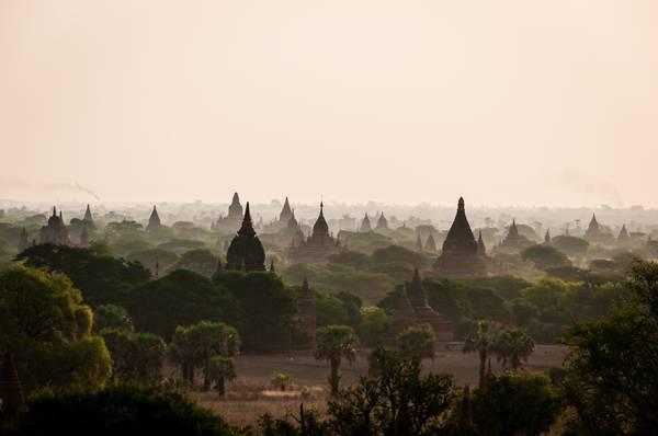 Những ngôi đền cổ hiện ra vào buổi sáng sớm tinh mơ tại Old BaGan