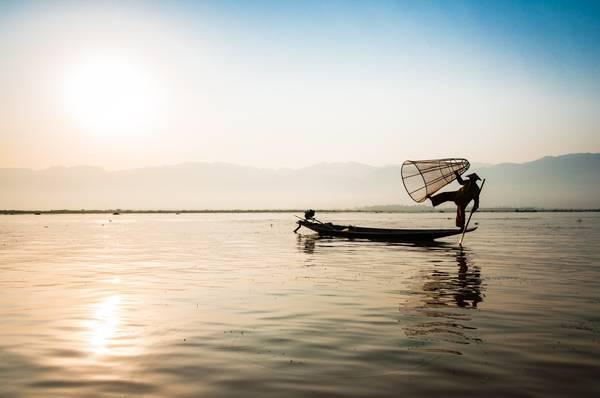 Cách đánh cá truyền thống của người dân Myanmar
