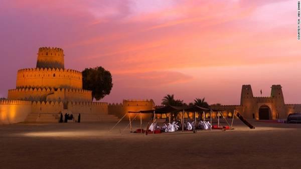 9. Ah Jahili: Được UNESCO công nhận là di sản văn hóa, pháo đài Ah Jahili được xây dựng năm 1891 để bảo vệ thành phố Al Ain và các vườn cọ quý giá.