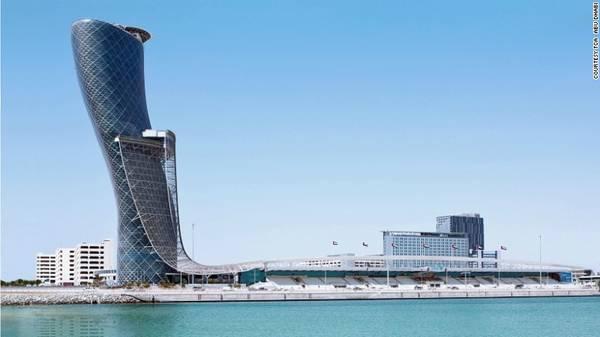 """12. Hyatt Capital Gate: Tòa nhà cao 160m, nghiêng một góc 18 độ (gấp 4 lần tháp nghiêng Pisa, Italia) được sách Kỷ lục Guinness công nhận là """"Tòa tháp nhân tạo nghiêng nhiều nhất thế giới""""."""