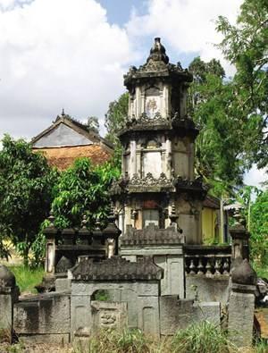 Trong vườn chùa