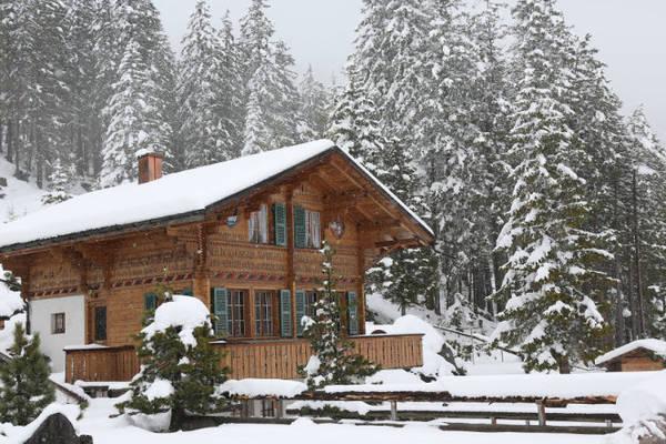 Nhà gỗ trên núi ở Thụy Sĩ