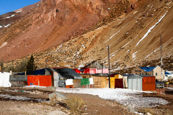 Ngôi làng gần Aconcagua, Argentina